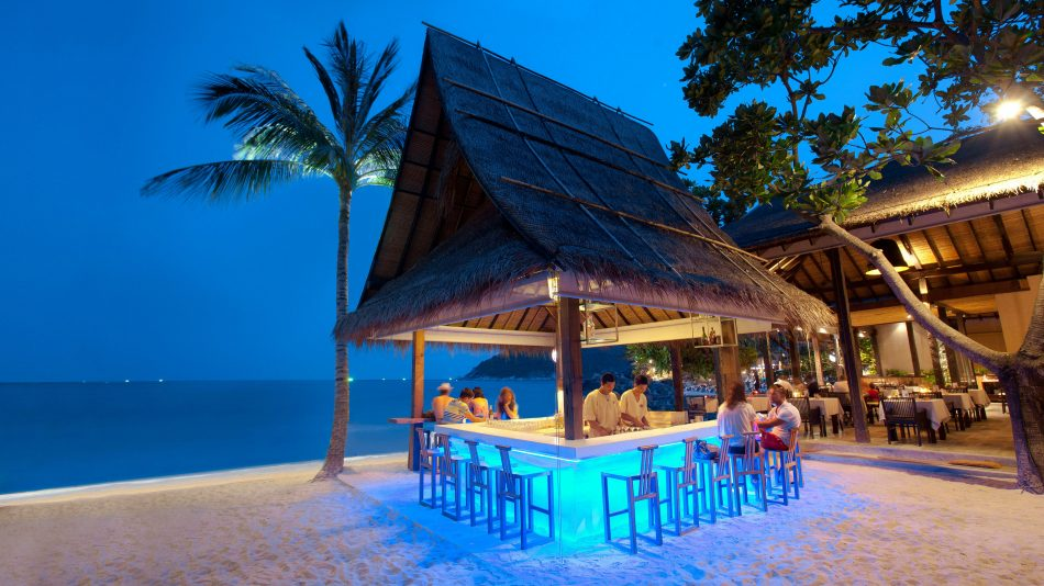 beach-bars-traveling-to-thailand