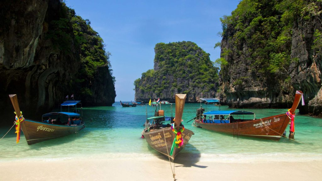 island-hopping-traveling-to-thailand