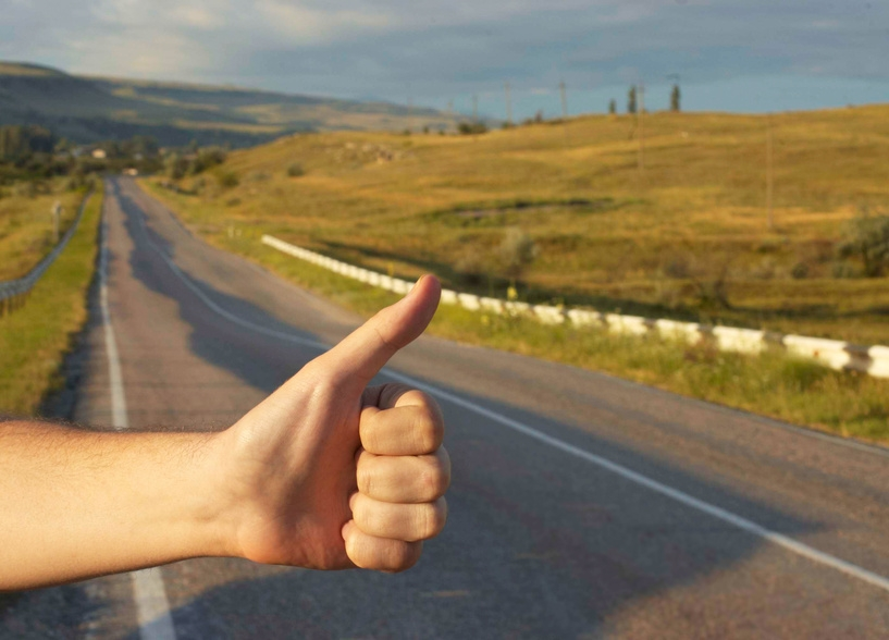 Thoughts-on-How-to-hitchhike-A-short-Hitchhiking-guide-for-new-hitchhikers-TrendMut-2018
